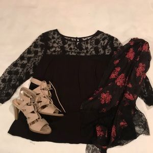 lace sleeve top small like new
